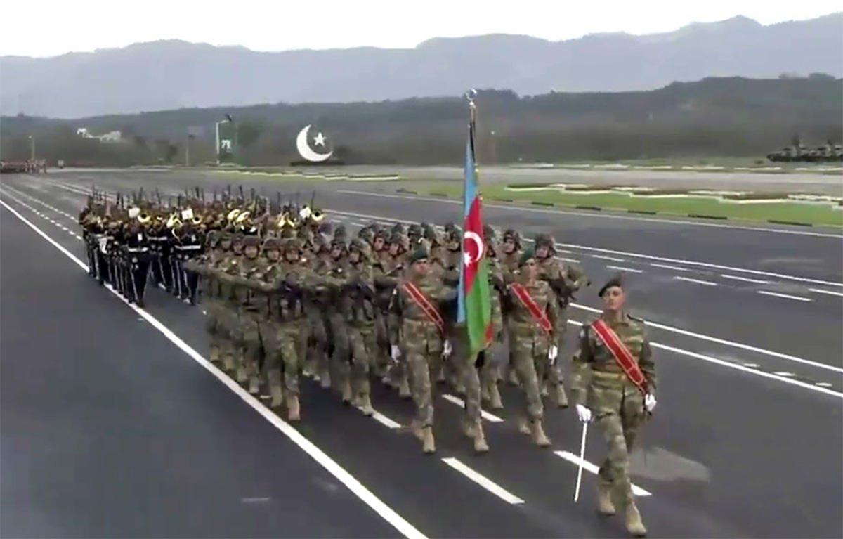 Azerbaijani servicemen take part in military parade dedicated to National Day of Pakistan (PHOTO) - Gallery Image