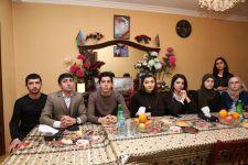 İlahiyyat İnstitutunun bir qrup tələbəsi şəhid ailəsini ziyarət edib (FOTO) - Gallery Thumbnail