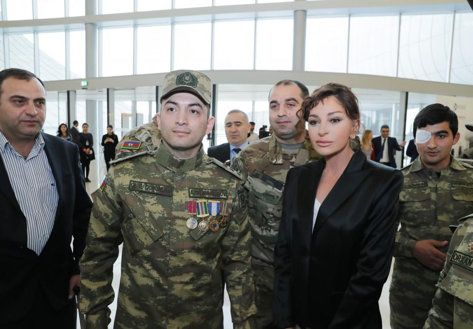 First Vice-President Mehriban Aliyeva meets with servicemen supplied with high-tech prostheses (PHOTO) - Gallery Image