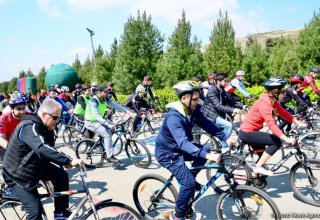 "Baku holds bike ride under the motto ""Less cars, more life"" (PHOTO)"