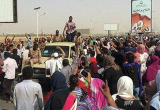 В Хартуме празднуют отставку президента Судана до официального объявления