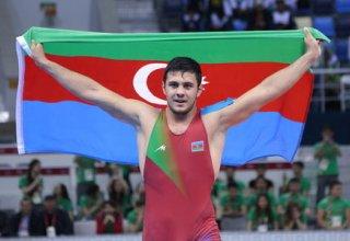 Азербайджанский борец греко-римского стиля победил армянского соперника