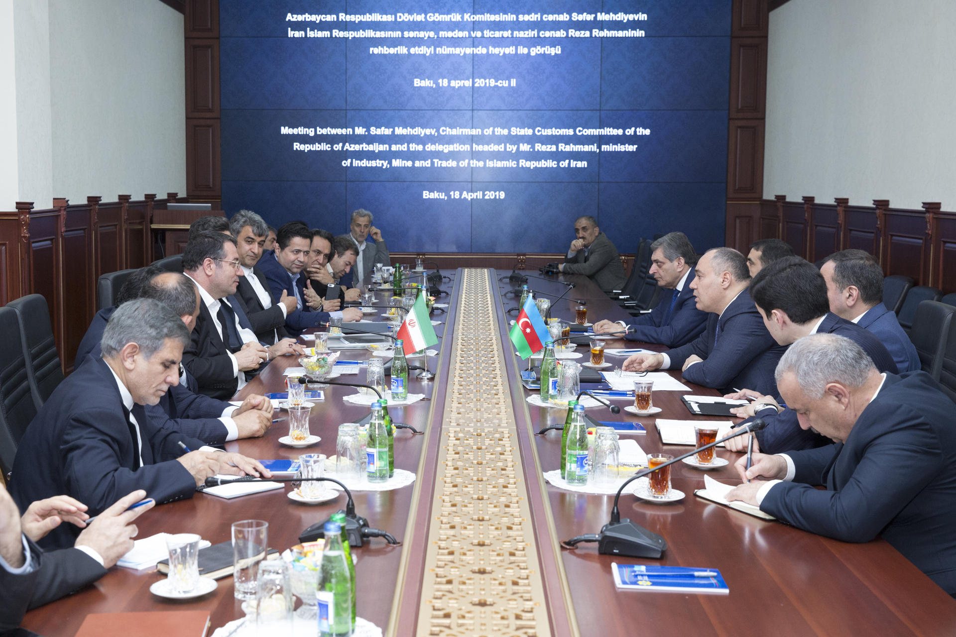 Azerbaijan's State Customs Committee meets with Iranian delegation