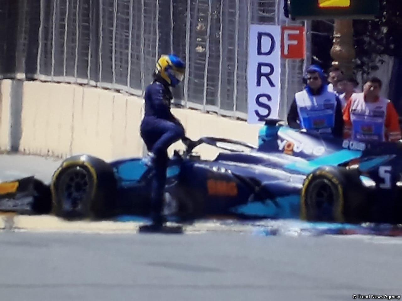 Formula 2-də qəzalar – Üç pilot yarışı dayandırdı (FOTO) - Gallery Image