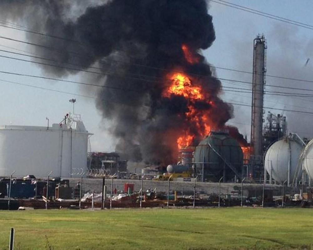 1 killed, 2 missing after plant explosion in U.S. state of Illinois