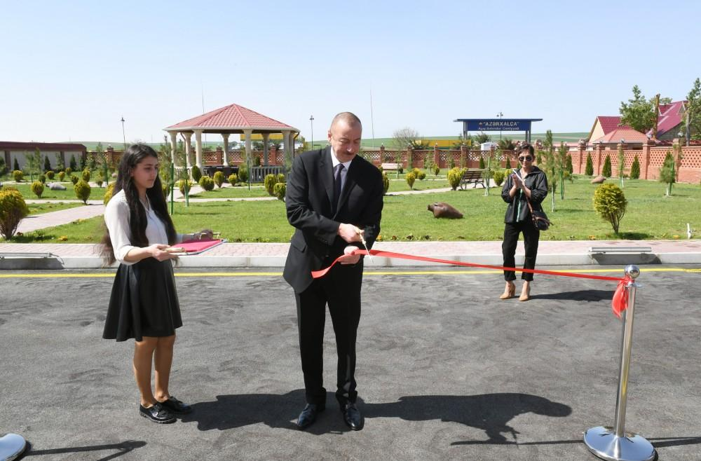 Azerbaijani president, first lady inaugurate Gobustan District Central Hospital (PHOTO) - Gallery Image