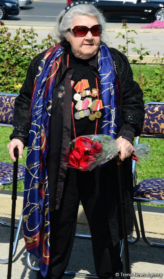 Azərbaycan ictimaiyyəti 9 May - faşizm üzərində Qələbənin 74-cü ildönümünü qeyd edir (FOTO) - Gallery Image