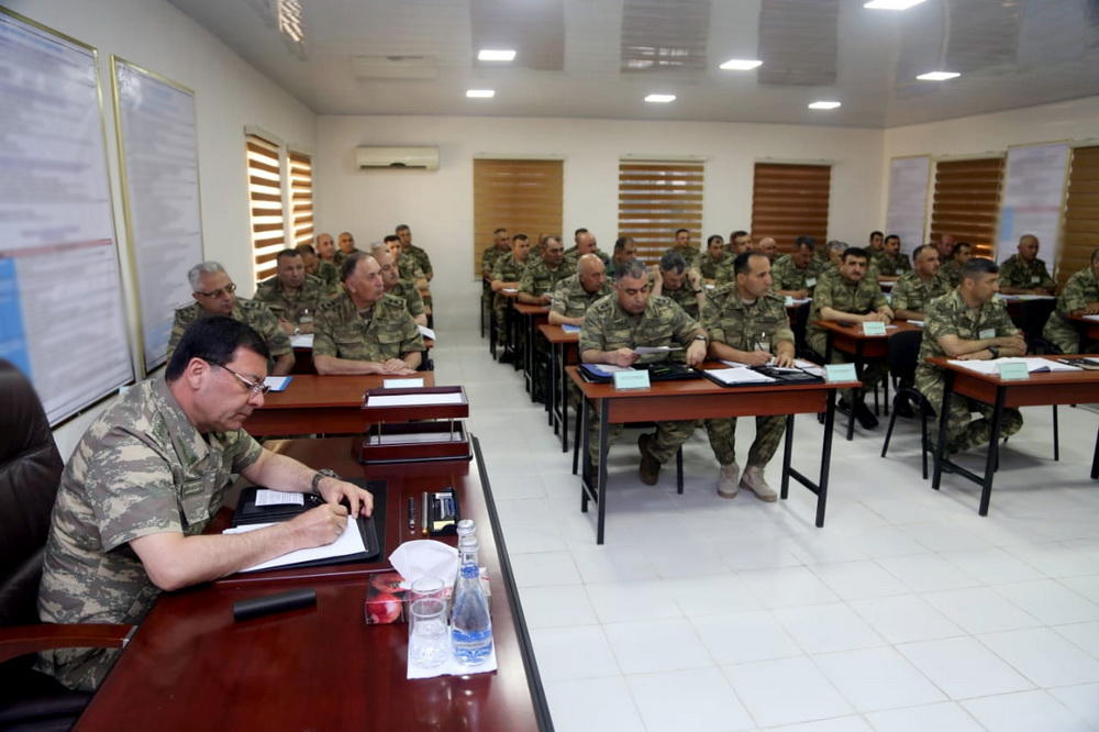 Defense minister hears out reports on Azerbaijani army drills (PHOTO/VIDEO) - Gallery Image