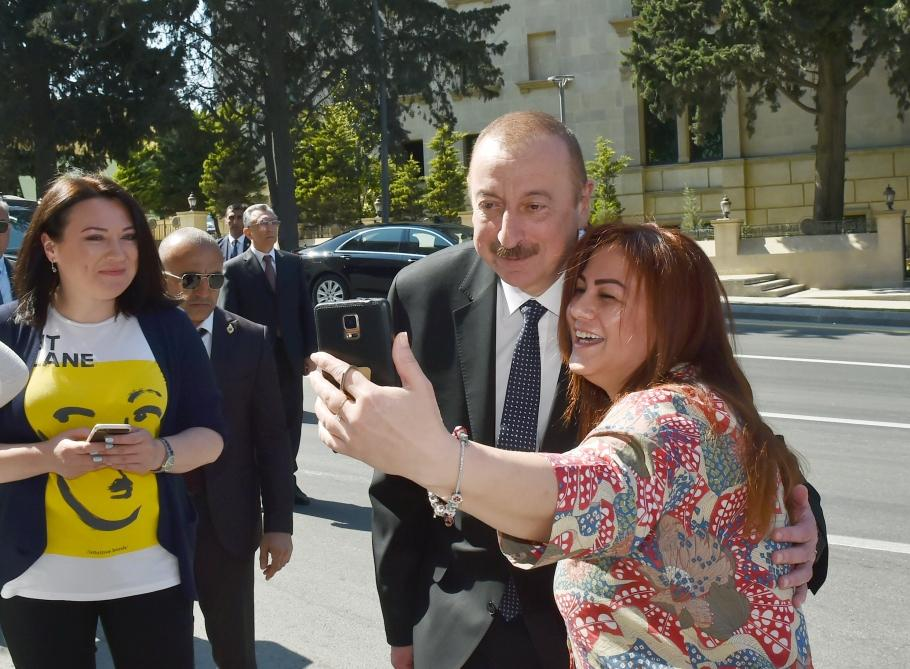 Azerbaijani president, first lady attend opening of garden and Central Park in Baku (PHOTO) - Gallery Image