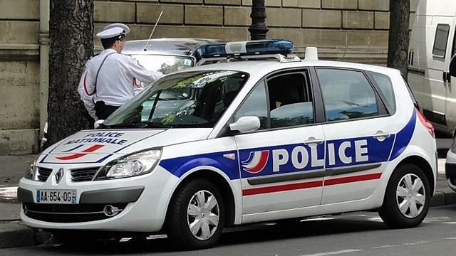 Антитеррористическая прокуратура ведет расследование нападения на людей в пригороде Парижа