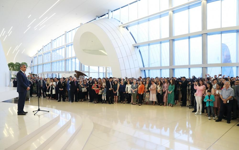 Heydar Aliyev Foundation VP attends opening ceremony of exhibition of well-known artist (PHOTO) - Gallery Image