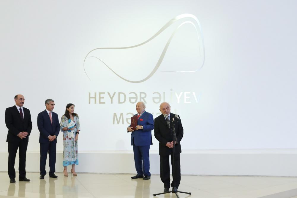 Heydar Aliyev Foundation VP attends opening ceremony of exhibition of well-known artist (PHOTO)