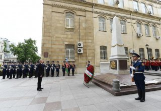 President Ilham Aliyev visits monument to Azerbaijan Democratic Republic (PHOTO)