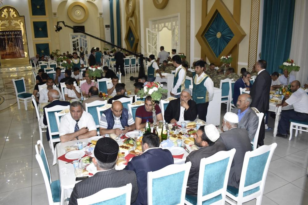 Heydər Əliyev Fondu növbəti iftar süfrəsini Ağdamda açıb (FOTO) - Gallery Image