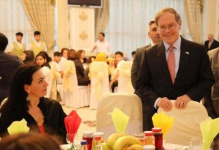U.S. Embassy hosts iftar dinner for internally displaced persons (PHOTO)