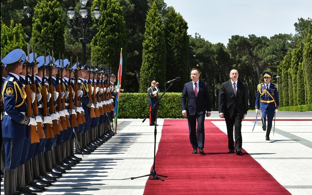 Official welcome ceremony held for Polish president in Baku (PHOTO)
