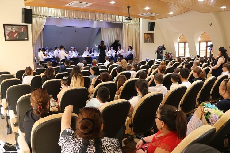 Qarayev adına Mərkəzi İncəsənət məktəbində əməkdaşlıq görüşü keçirilib (FOTO) - Gallery Image