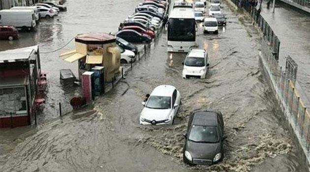 Yağış İstanbulu yudu apardı - Hətta təxliyə var