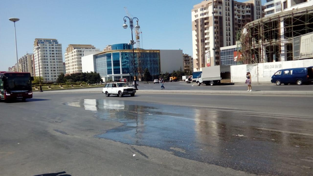 Su xəttində qəza - Yolda qazıntı aparılır (FOTO)