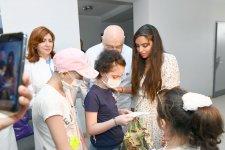 Heydər Əliyev Fondunun vitse-prezidenti Leyla Əliyeva Bakının bir sıra tibb müəssisələrində müalicə alan uşaqlarla görüşüb (FOTO) - Gallery Thumbnail
