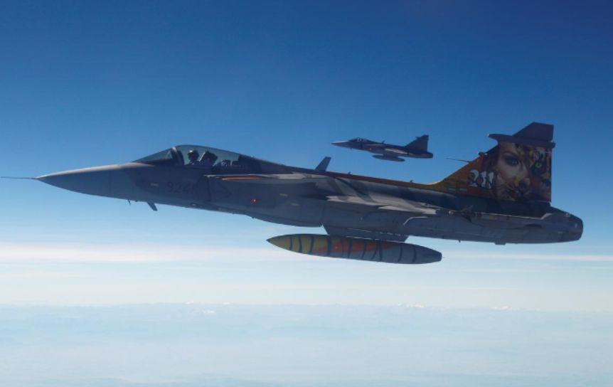 Britain and Sweden agree to co-operate on fighter plans