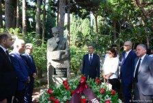 Представители азербайджанской прессы почтили память  великого лидера Гейдара Алиева (ФОТО) - Gallery Thumbnail