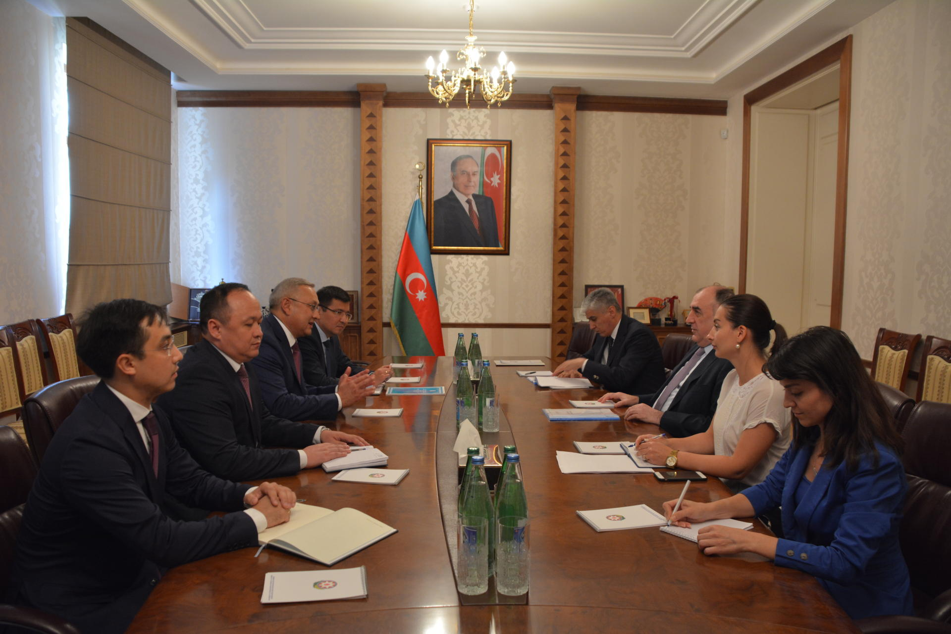 Azerbaijani FM receives ambassador of Kazakhstan upon completion of his diplomatic term (PHOTO)