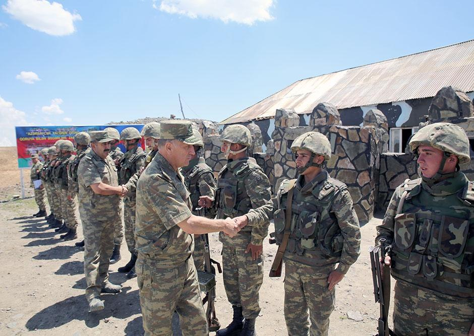Azerbaijani defense ministry checks readiness of army units for winter (PHOTO) - Gallery Image