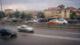 Heydər Əliyev prospektində qəza: yolda sıxlıq yaranıb (FOTO) - Gallery Thumbnail