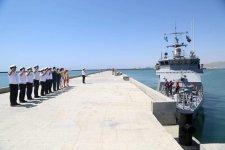 Qazaxıstan hərbi gəmisi Bakı limanını tərk edib (FOTO) - Gallery Thumbnail