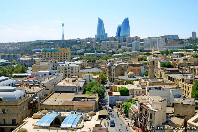 Baku's Mysterious Tower (PHOTO)