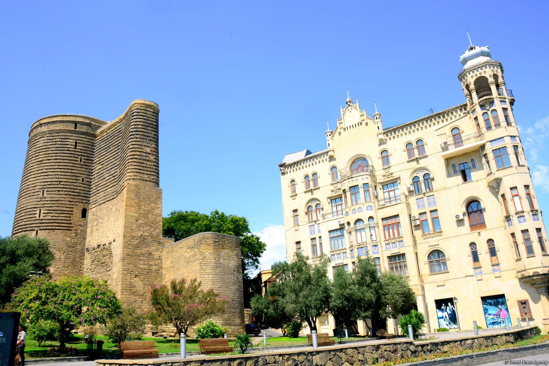Baku's Mysterious Tower (PHOTO) - Gallery Image