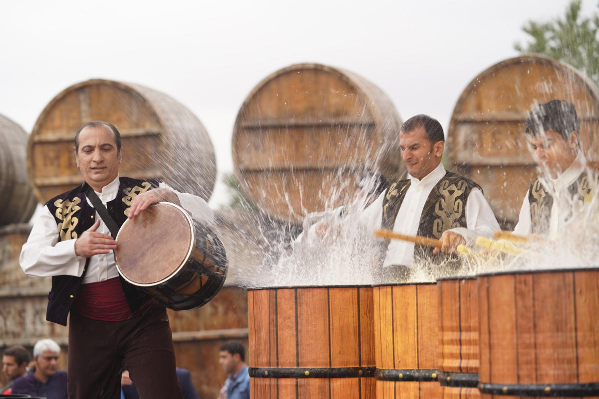 Shamakhi princess, balloon, magnificent show during first Azerbaijani Grape and Wine Festival (PHOTO, VIDEO) - Gallery Image