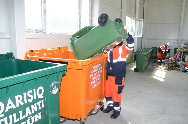 В столице Азербайджана идет реализация пилотного проекта по регулированию бытовых отходов (ФОТО)