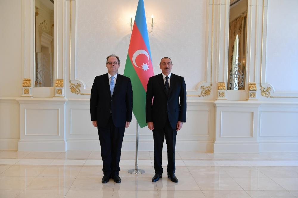 President Ilham Aliyev receives credentials of incoming Latvian, UK ambassadors (PHOTO) - Gallery Image