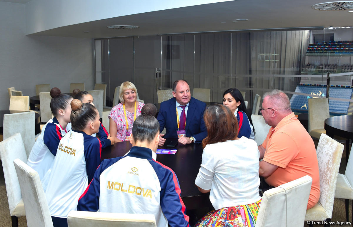 Moldovan ambassador to Azerbaijan meets athletes at the 37th Rhythmic Gymnastics World Championships (PHOTO) - Gallery Image