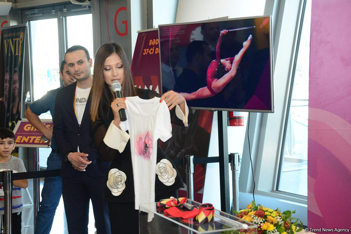 Gymnastic ribbon of Yana Batyrshina sold for 2,500 euros at auction in Baku (PHOTO) - Gallery Image