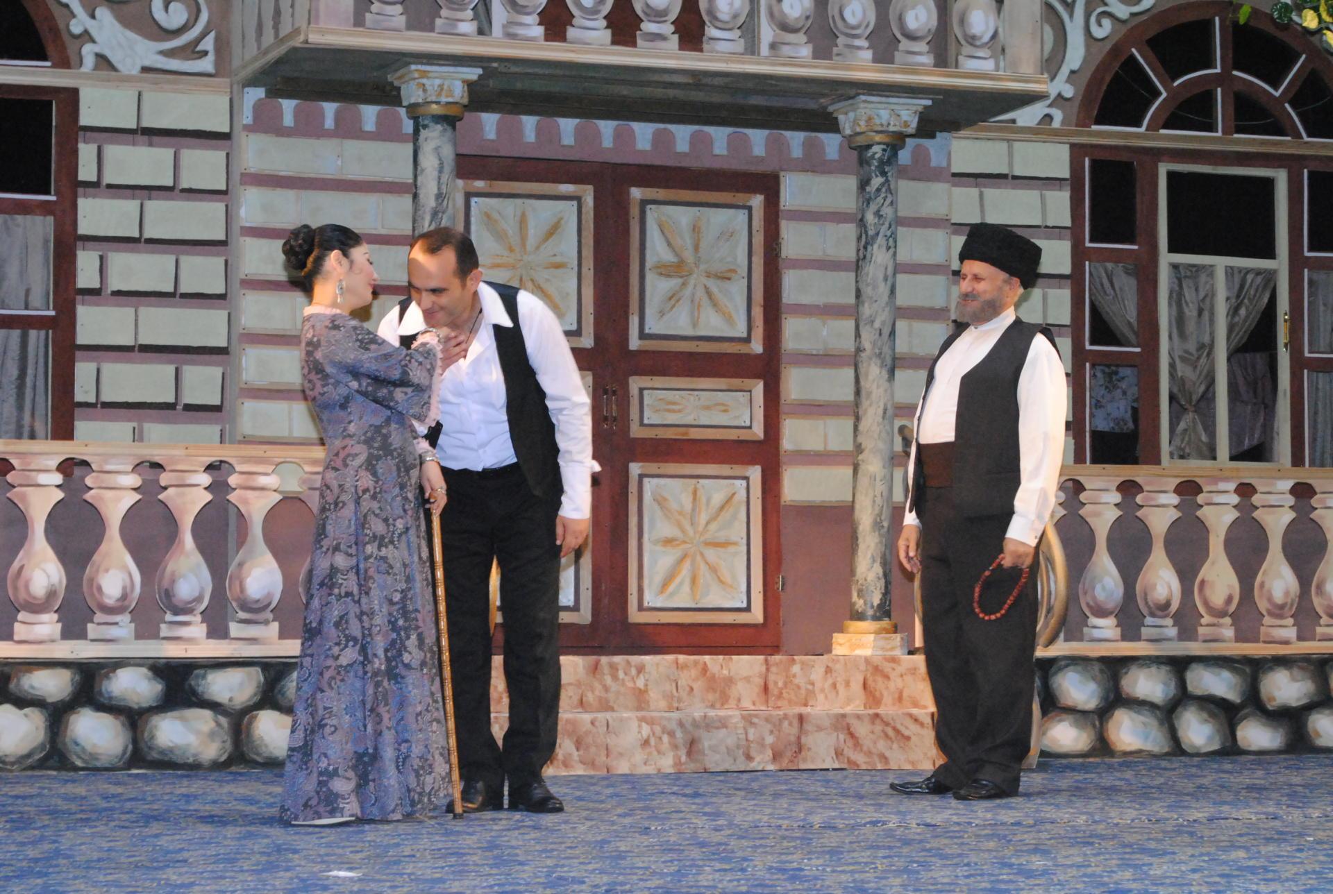 """""""Solğun çiçəklər"""" Sumqayıt Dövlət Dram Teatrının səhnəsində(FOTO) - Gallery Image"""