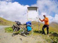 Лицом к лицу со смертью! Азербайджанец на велосипеде покоряет горы Грузии (ФОТО) - Gallery Thumbnail