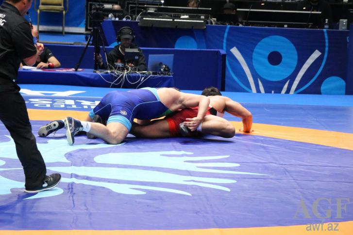 2 Azerbaijani wrestlers reach semifinals at World Wrestling Championship in Kazakhstan