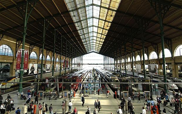 Christmas mayhem feared as French transport strike continues