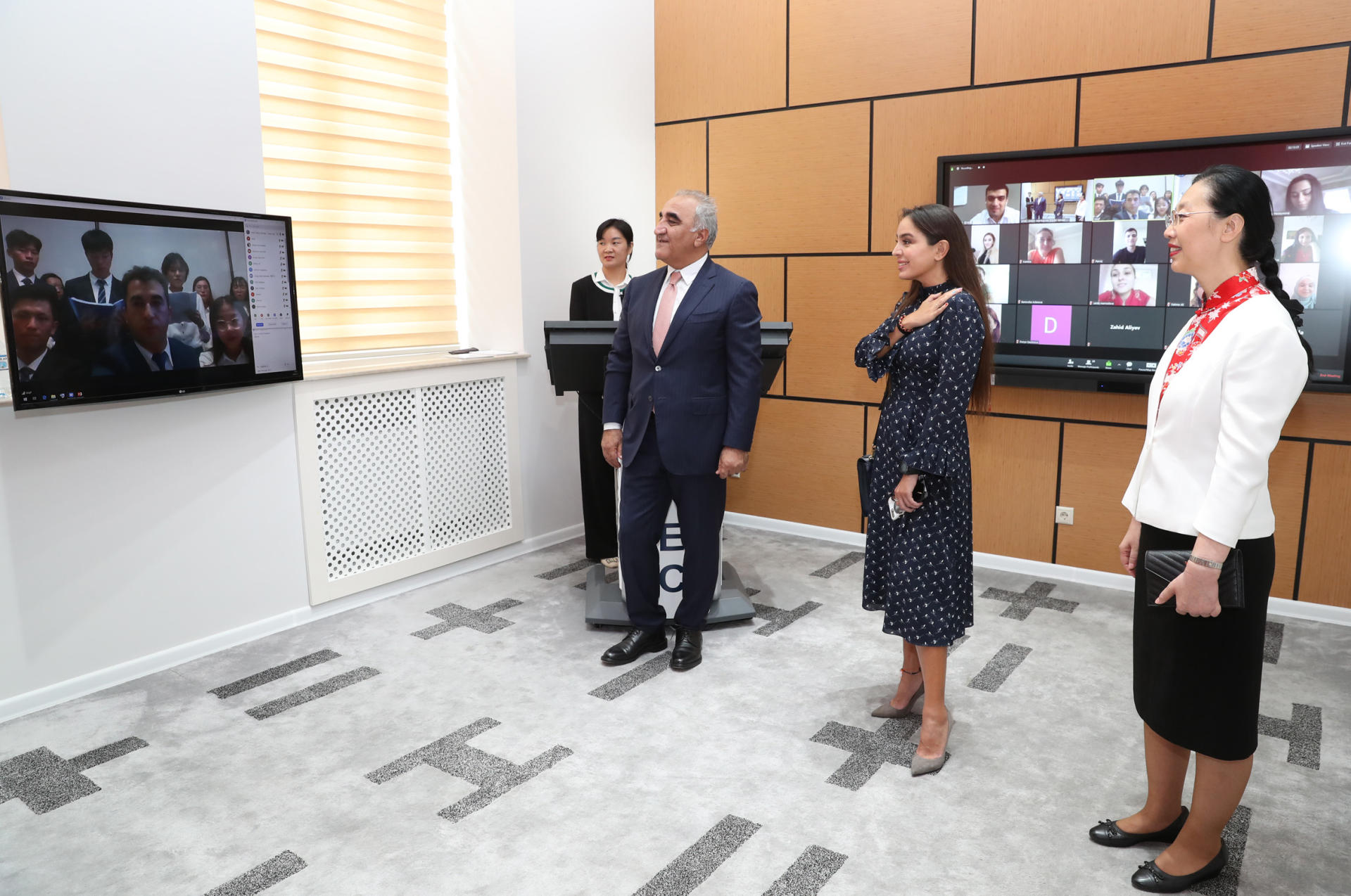 VP of Heydar Aliyev Foundation Leyla Aliyeva attends presentation of distance learning courses in Chinese at UNEC (PHOTO) - Gallery Image