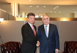 Azerbaijani FM meets Slovak counterpart (PHOTO)