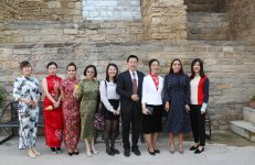 VP of Heydar Aliyev Foundation Leyla Aliyeva attends presentation of distance learning courses in Chinese at UNEC (PHOTO) - Gallery Thumbnail