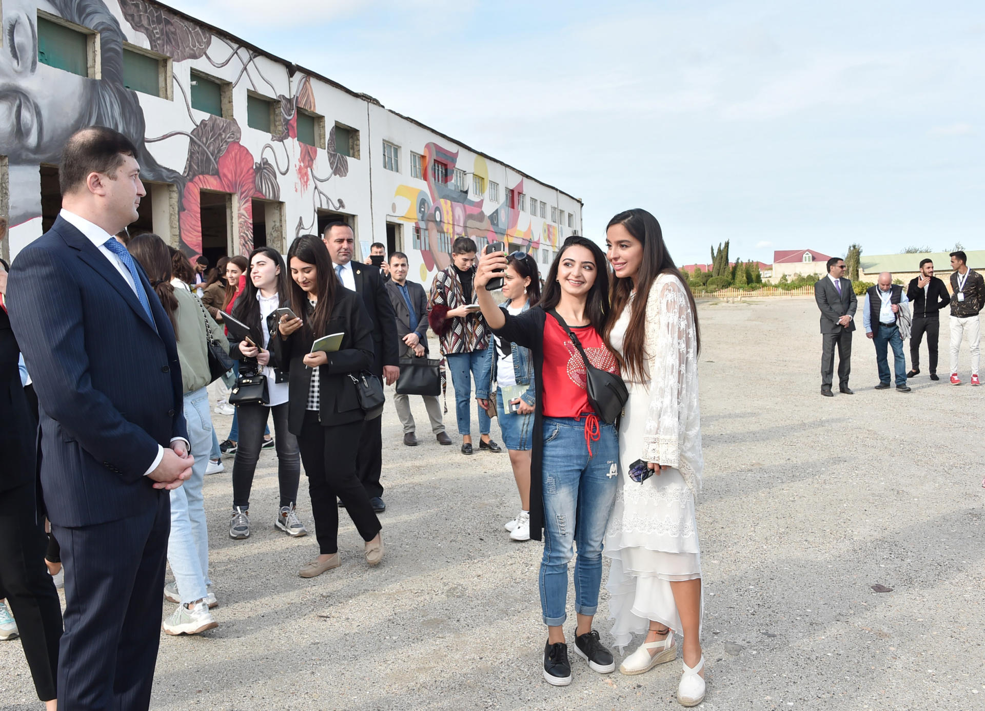 "Heydar Aliyev Foundation VP attends ""Speaking Walls"" urban art project (PHOTO) - Gallery Image"