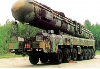 Dongfeng-5B nuclear missile formation reviewed at parade