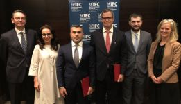IFC helps Azerbaijan's Bank Respublika manage currency risk and expand access to finance - Gallery Thumbnail