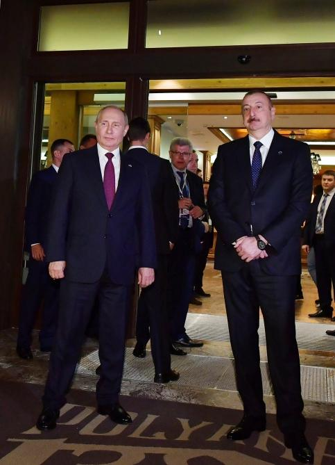 President Aliyev meets participants of 16th Annual Meeting of Valdai International Discussion Club (PHOTO) - Gallery Image