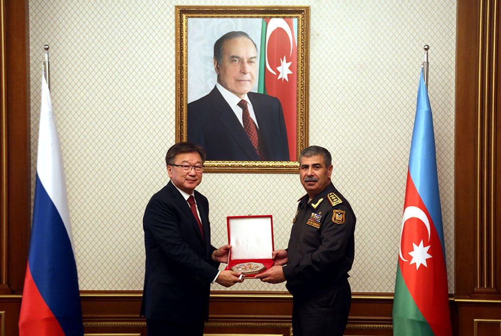 Azerbaijani defense minister meets Russian chief military prosecutor (PHOTO)