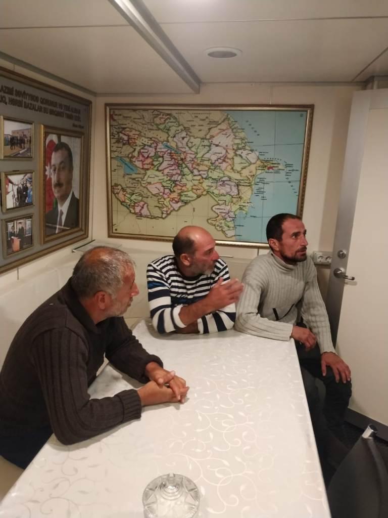 На Каспии спасены трое из четырех пропавших ранее рыбаков (ФОТО) - Gallery Image
